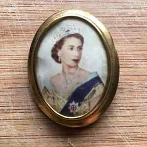 Queen Elizabeth Coronation Pin Peterborough Peterborough Area image 1