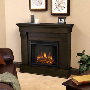 Dimplex fire place and mantel in mint condition