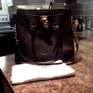 MICHAEL KORS black and gold saffiano leather bag