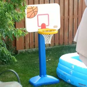 Excellent condition, used once Litttle Tikes basketball net