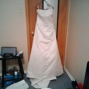 WEDDING DRESS FOR SALE-NEED GONE!!!