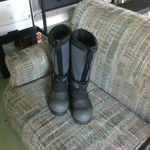 Winter/snowmobile boots