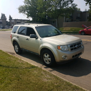 2012 Escape Xlt FWD  remote starter only 86600km.