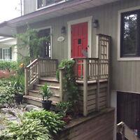 Terrasse, aménagement extérieur, patio en bois traité.