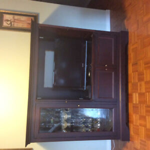 Display cabinet with entertainment unit