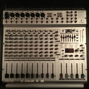 Mixing board Behringer PMH 3000 powered board