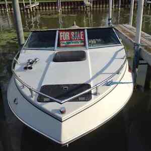 Four Winns Motorboat with Trailer Included London Ontario image 1