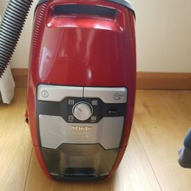 Miele Blizzard CX1 Cat and Dog Powerline Vacuum Cleaner