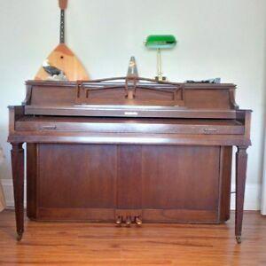 Baldwin Piano (apartment size)