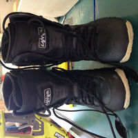 Men's size 9 snowboarding boots