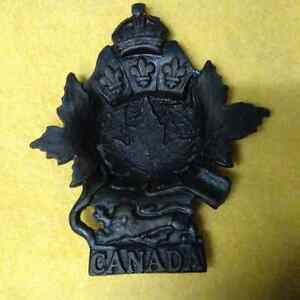 EXQUISITE CANADA CAST ASH TRAY ASHTRAY LION LEAF FLEUR-DE-LIS