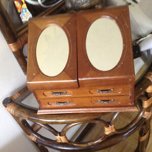 Musical Wooden jewelry box with mirrors