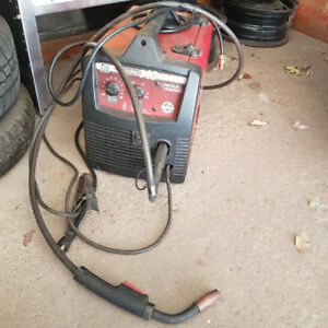 Lincoln Electric Weld-Pak 140HD Wire Feed Welder$490.00