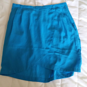 H&M Skirt. never worn. size small