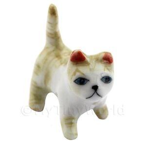Miniatura-Para-Casa-De-Munecas-ceramica-marron-y-blanco-gato-atigrado-de-pie