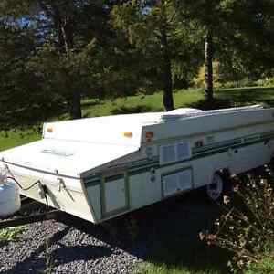 Camper good condition sleeps six