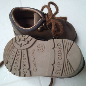 Gerber Infant/Baby Oxford Shoes (size infant 3 1/2) London Ontario image 2
