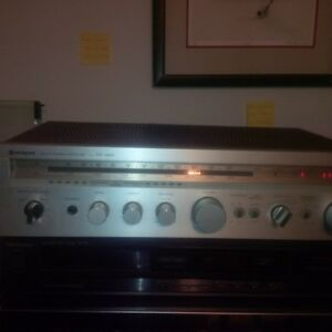VINTAGE HITACHI RECEIVER