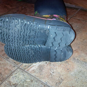 Bogs boots for girls - size 3 Kitchener / Waterloo Kitchener Area image 3