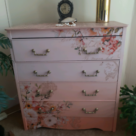 Dresser chest drawers