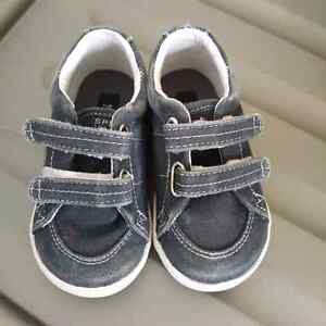 Sperry Toddler Boys Shoes - size 4