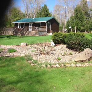 Cottage 2 bedroom on 1 acre backlot with lake access