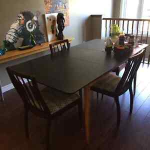 Dining room table and chairs Stratford Kitchener Area image 4