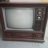Awesome Collectible Old Fashioned Television - Zenith