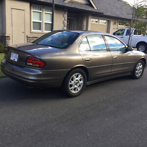 2000 Oldsmobile Intrigue GX Sedan