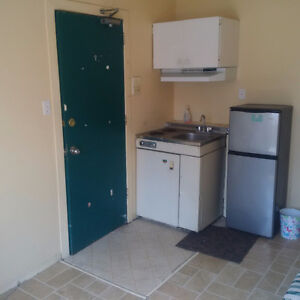 AVAIL. JULY 1ST - ROOM FOR RENT STEPS TO UofO!! ALL INCLUSIVE!