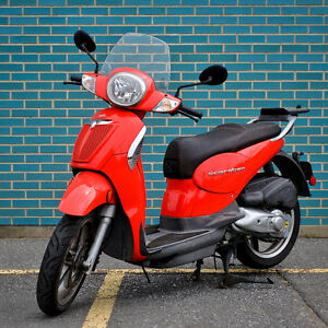 Aprilia Scarabeo Urban Street Scooter - such a fun summer ride!