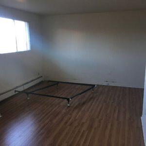 Large room in townhouse for rent