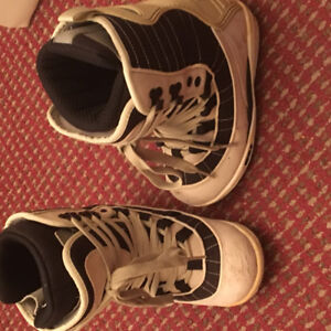 Women size 5 snowboarding boots