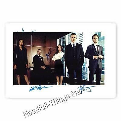 Gabriel Macht & Patrick J. Adams + Cast aus Suits - Autogrammfotokarte 