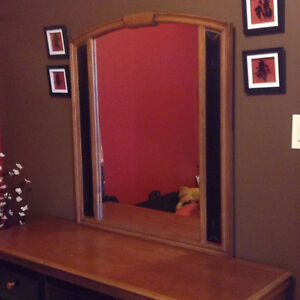 Solid Wood Dresser with Mirror Kawartha Lakes Peterborough Area image 2
