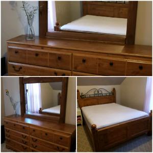 Queen size Oak bedroom set