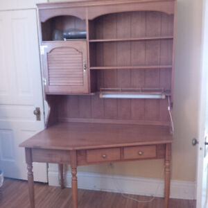 Roxton solid maple wood desk with above shelf