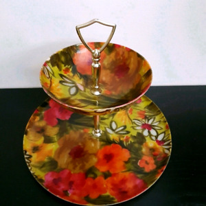 $25 Vintage fibreglass Poppies & Daisies Two Tiered Serving Tray