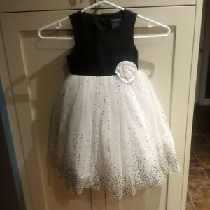 Size 2 Super Cute Black and White dress