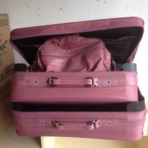 Ens. 2 valises plus 1 bagage a mains roses