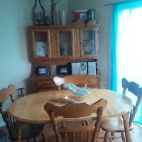 Solid birch 6pc dinette set with hutch