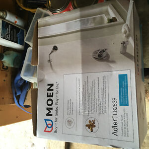 MOEN shower/tub valve and trim kit