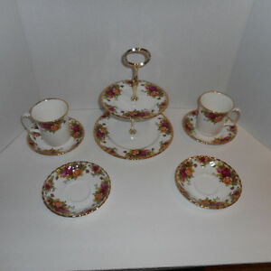 ROYAL ALBERT OLD COUNTRY ROSE BONE CHINA 15 PIECES TOTAL