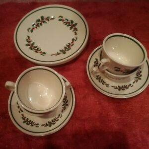 Set of 4 Christmas dinnerware