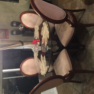 Glass dining room table with Four chairs Gatineau Ottawa / Gatineau Area image 1