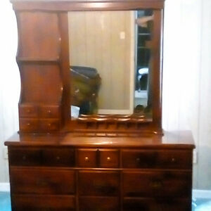 Mirror & 9 drawer dresser