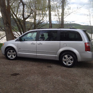 2009 Dodge Grand Caravan SE with low Km