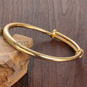 Fashionable bangle bracelet