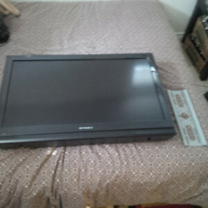 32 inch Flatscreen HD LCD TV with Wall Mount
