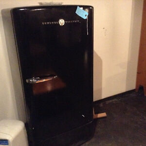 Vintage fridge General Electric. Ready for the ultimate man cave